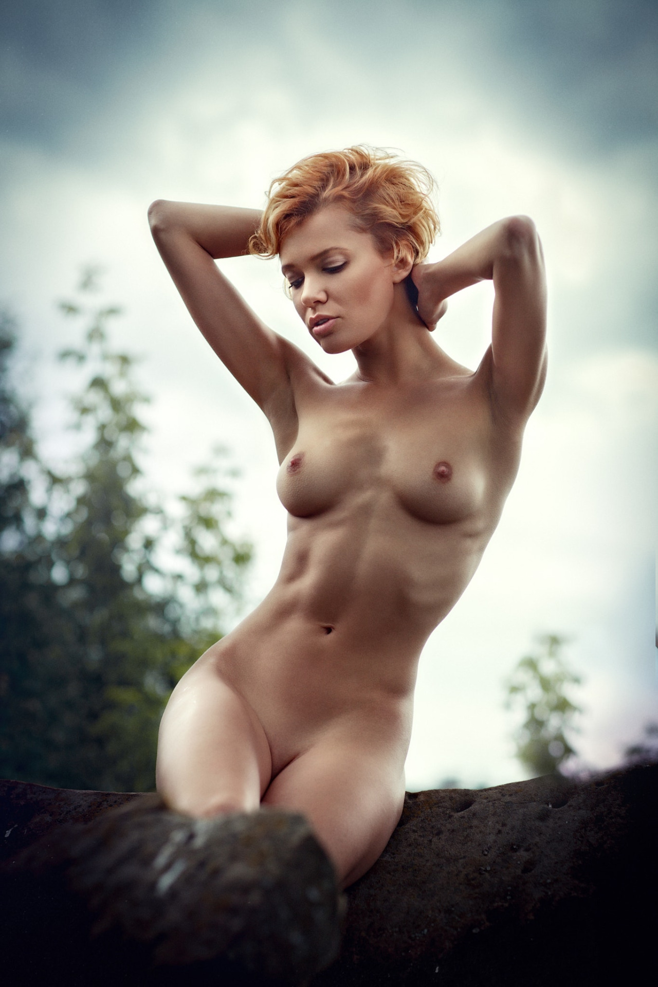 Free lady naked photo