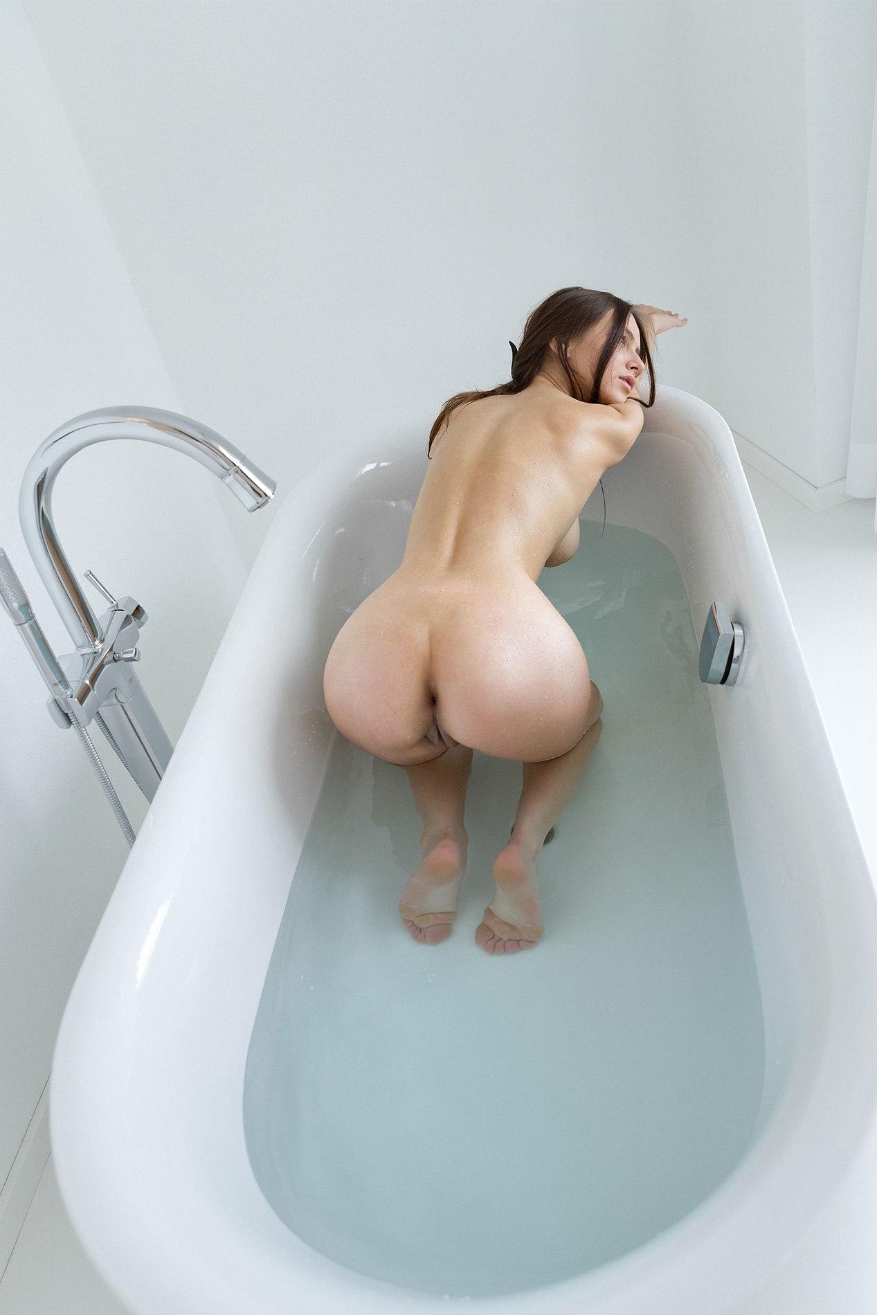 Голая Попа В Ванне