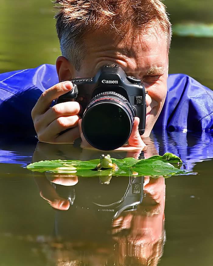 700x873, 154 Kb / лягушка, фотограф, фотоаппарат