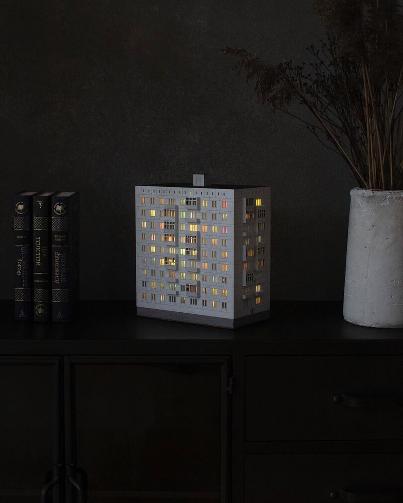 811x1010, 63 Kb / ночник, брежневка, дом, окна, свет