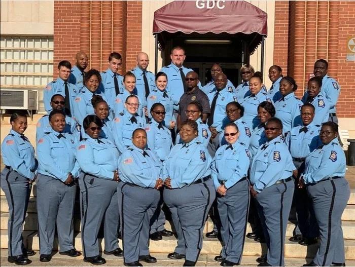 700x527, 205 Kb / полиция, сша, полицейский, негритянка