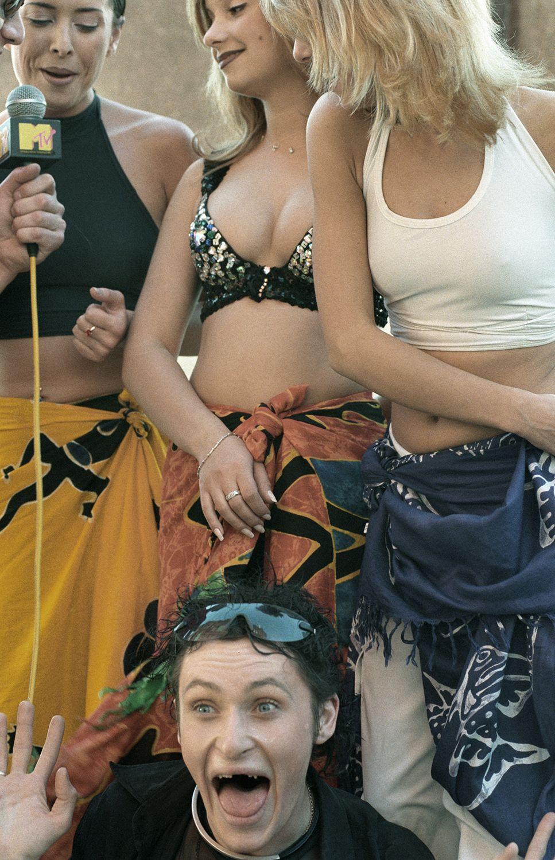 967x1500, 256 Kb / Шура, Блестящие, Жанна Фриске, браслет, юбка, платок, брюнетка