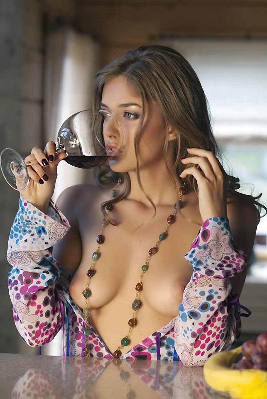 1002x1500, 190 Kb / бокал, вина, нараспашку, рубаха, бусы, виноград, локоны